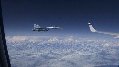 НАТО подтвердила, что ее истребитель сопровождал российский самолет