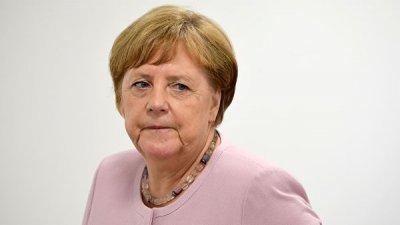 Меркель призвала вернуться к процессу сближения между Белградом и Приштиной