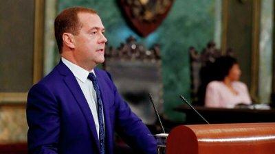 Медведев заявил, что США суют нос в дела латиноамериканских стран
