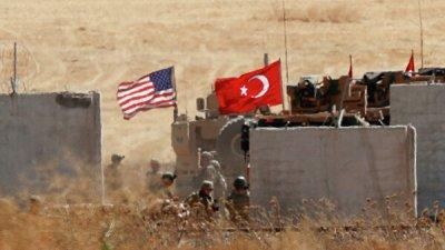 Турецкая армия убирает бетонные блоки на границе с Сирией, сообщили СМИ