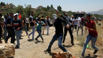 В Газе почти 70 палестинцев пострадали в стычках с израильскими военными
