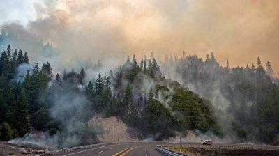 Власти Калифорнии объявили об эвакуации 180 тысяч человек из-за пожаров