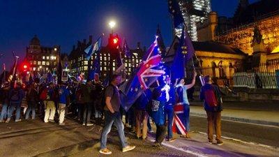 Лейбористы воздержатся при голосовании по досрочным выборам в Британии