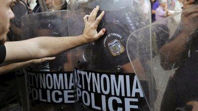В Афинах произошли столкновения между студентами и полицией