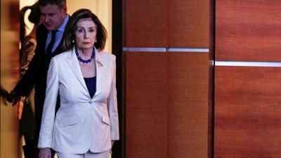 Лидер республиканского меньшинства обвинил Пелоси в ослаблении США
