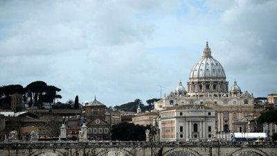 В Ватикане установили крест в память о погибших мигрантах