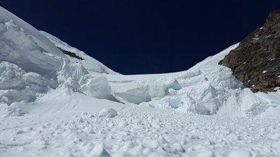 В Австрии и Швейцарии снежные лавины сошли на горнолыжные курорты