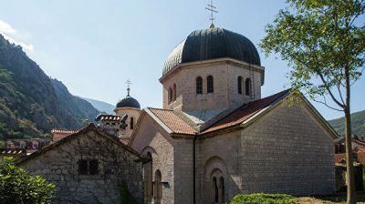 Оппозиция внесла поправки к закону о церквях в Черногории