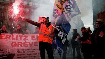 Корреспондент RT пострадала в ходе освещения протестов в Париже