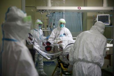 Власти Китая из-за вируса рекомендовали продлить каникулы