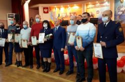 Добровольцы, принимавшие участие в ликвидации лесных пожаров, получили награды и поощрения