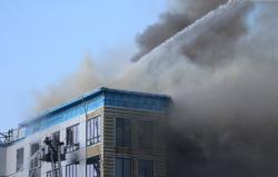 В Шахтах загорелось административное здание на улице Спортивной