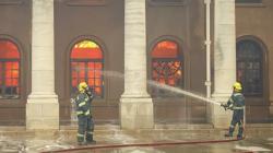 Пожар около столицы ЮАР усилился