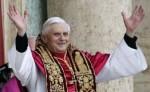 Бенедикт XVI возглавил в Ватикане ночную рождественскую мессу