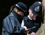 Британская полиция будет заглядывать прохожим под одежду