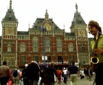 Нидерланды собираются подать в суд на Apple