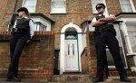 Британская полиция охраняет солдата, которого хотели убить террористы