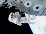 Астронавты пролили аммиак в открытом космосе