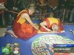 Буддисты возводят песчаную святыню
