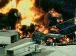 В США после серии взрывов на химическом заводе начался сильный пожар