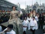 Венецианский карнавал открылся полетом ангела
