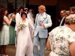 Пенсионеры устали от бесконечных свадеб