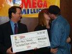 Два американца выиграли 370 миллионов долларов в лотерею