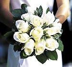Свадебный букет и наряд невесты