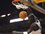 Баскетбольные акробаты прервали матч чемпионата НБА