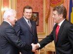 Янукович и Мороз вернулись к Универсалу Ющенко