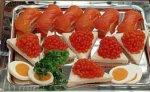 Устроители фестиваля в Каннах хотят купить 10-20 тонн сахалинской икры