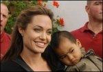 Анджелина Джоли находится под влиянием Брэда Питта