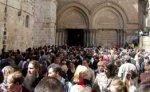 Десятки тысяч паломников надеются прорваться к храму Гроба Господня