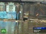 Вода подошла вплотную к жилым домам