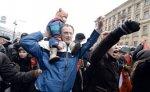 Сторонники оппозиции проводят митинг в Петербурге