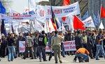Оппозиция Киргизии проводит митинг перед зданием парламента