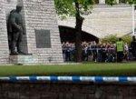 """В Эстонии мобилизуют полицейских накануне раскопок возле """"Бронзового солдата"""""""