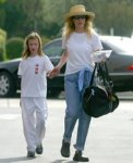 Ким Бейсинджер наняла телохранителя для 11-летней дочери