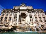Обнаженная итальянка искупалась в фонтане Треви