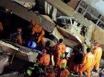 Из-под обломков рухнувшего в Стамбуле дома спасен мужчина