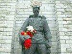 Бронзового солдата начали готовить к установке на кладбище