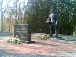 Бронзовый солдат установлен на таллинском кладбище