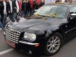 Машину посла Эстонии закидали одуванчиками