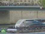 Скоростной поезд проехался по воде