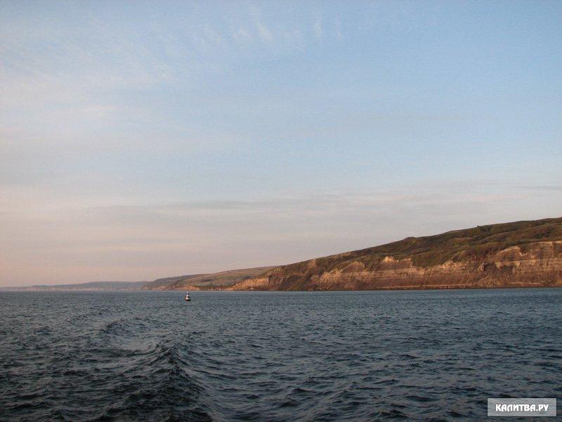 Чем дальше течет Волга, тем она полноводнее.  В среднем течении Волгу питают притоки - реки Ока, Унжа, Ветлуга и Сура.