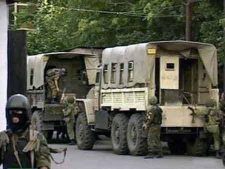 Под Хасавюртом была обстреляна военная автоколонна