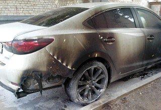 В г. Шахты спалили Mazda 6, стоявшую на улице