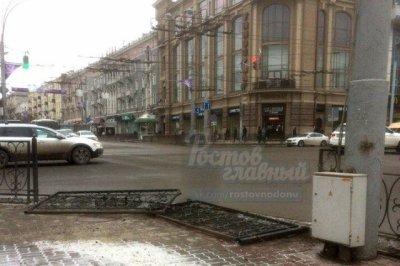 Ростовчане пожаловались на неотремонтированное ограждение на Буденновском