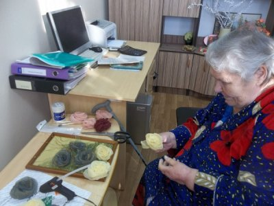 В социально-реабилитационном отделении №3 п. Шолоховского осваивают новый вид рукоделия - скрапбукинг